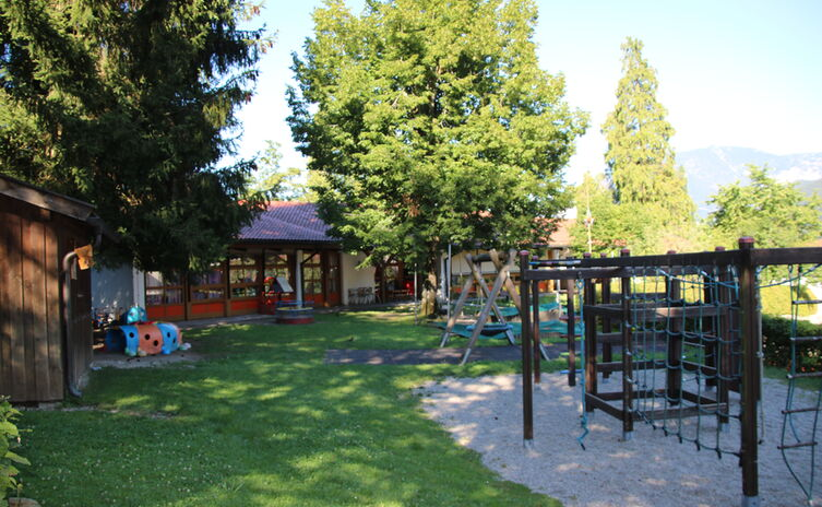Kindergarten Und Krippe Karlstein Spielplatz