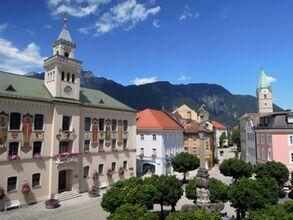 Rathausplatz mit Altem Rathaus