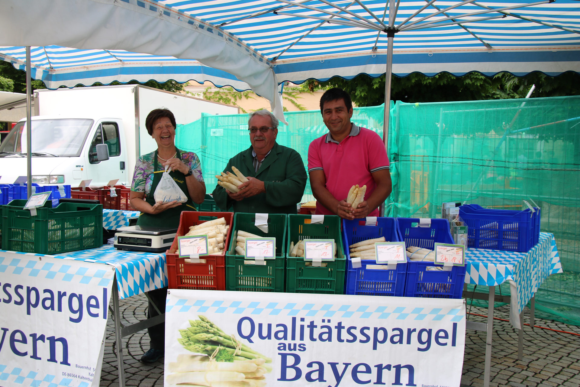 Wochenmarkt Familie Schmidl